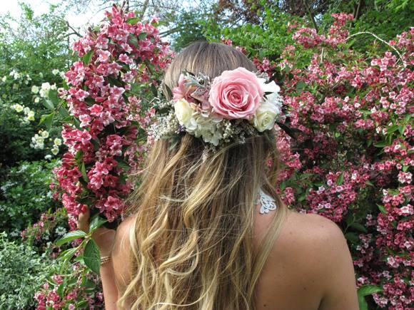 hoa khô cài tóc cô dâu