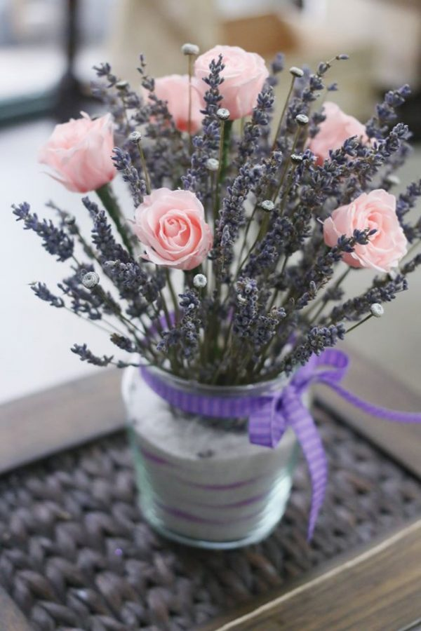 lọ hoa lavender khô kèm hồng tỉ muội