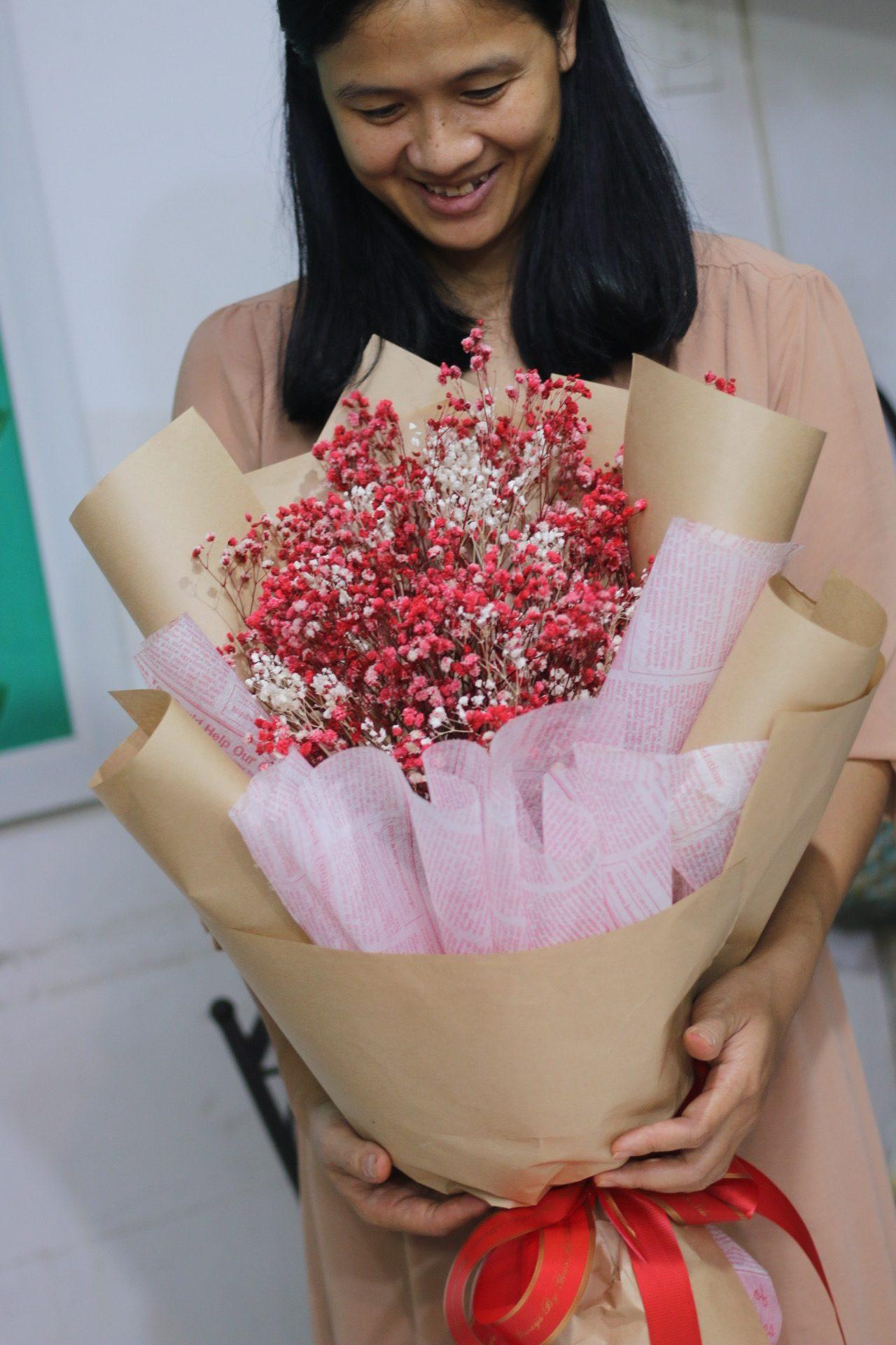 Bó hoa khô -hoa baby khô - Lọ thủy tinh và hoa